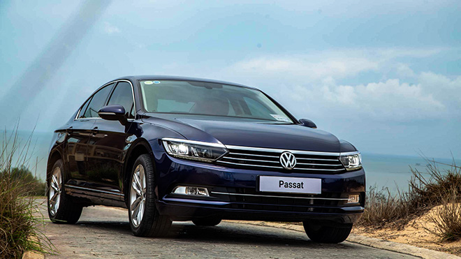 Cạnh tranh Toyota Camry mẫu xe Volkswagen Passat giảm giá gần 200 triệu đồng - 1