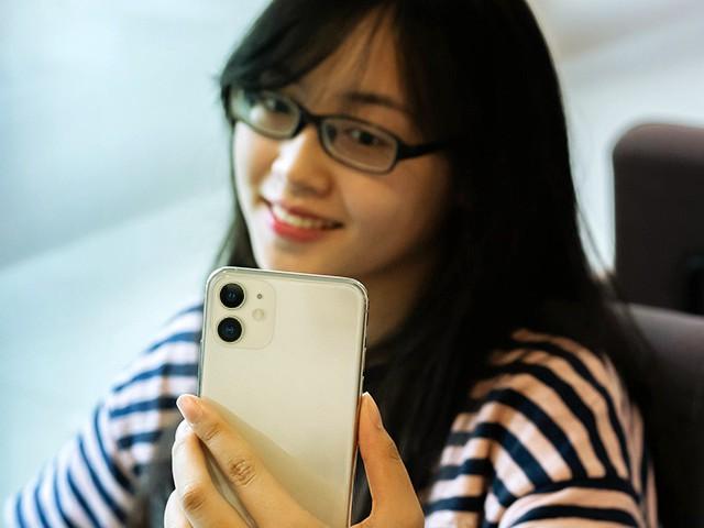 iPhone SE 2020 vs iPhone 11: Liệu có đáng mua khi mạnh ngang bằng và giá rẻ bằng nửa? - 4