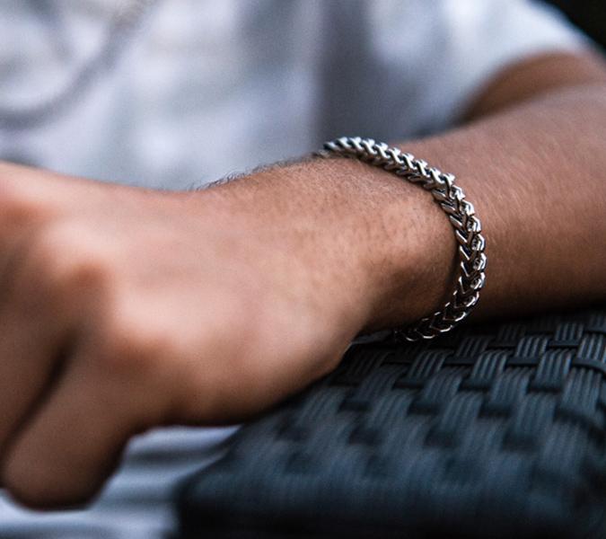 Những loại vòng tay không yểu điệu dành cho đàn ông - 4