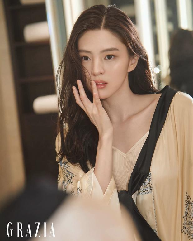 Han So Hee bật mí cách để dung mạo xinh như hoa - 2