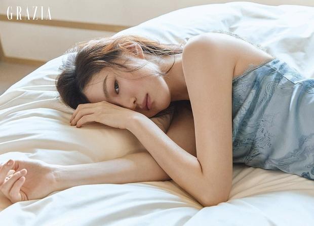 Han So Hee bật mí cách để dung mạo xinh như hoa - 4