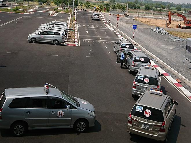 Bộ Công an muốn quản lý sát hạch, cấp giấy phép lái xe - 1