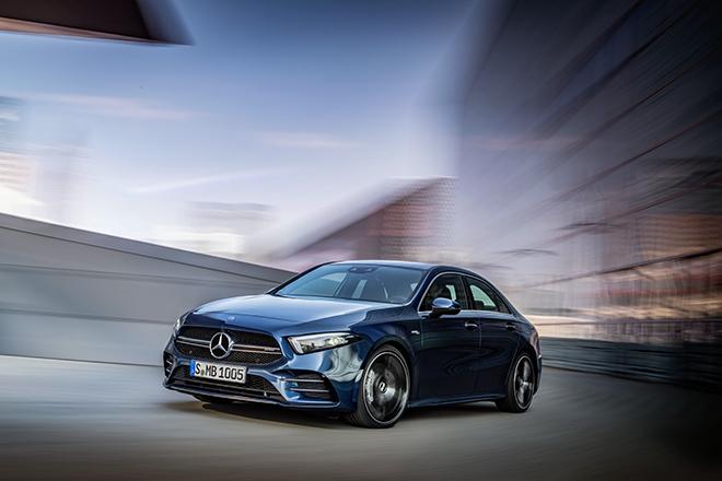 Mercedes-Benz giới thiệu 3 mẫu xe hiệu suất cao AMG tại thị trường Việt Nam - 1