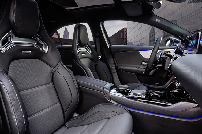 Mercedes-Benz giới thiệu 3 mẫu xe hiệu suất cao AMG tại thị trường Việt Nam - 3
