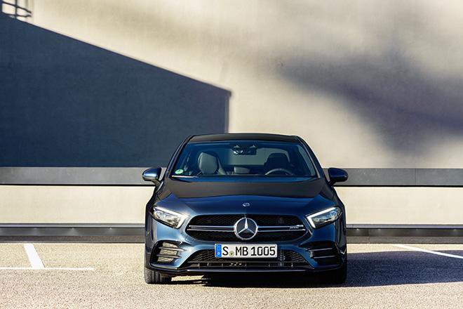 Mercedes-Benz giới thiệu 3 mẫu xe hiệu suất cao AMG tại thị trường Việt Nam - 2