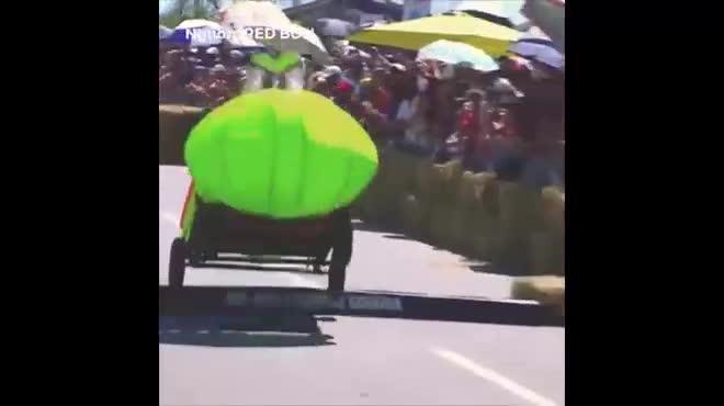 Những khoảnh khắc thú vị với giải đua xe tự chế trên thế giới