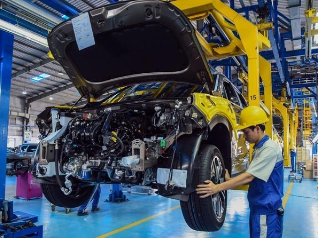 Không đồng ý giảm lệ phí trước bạ ô tô, thuế xăng dầu