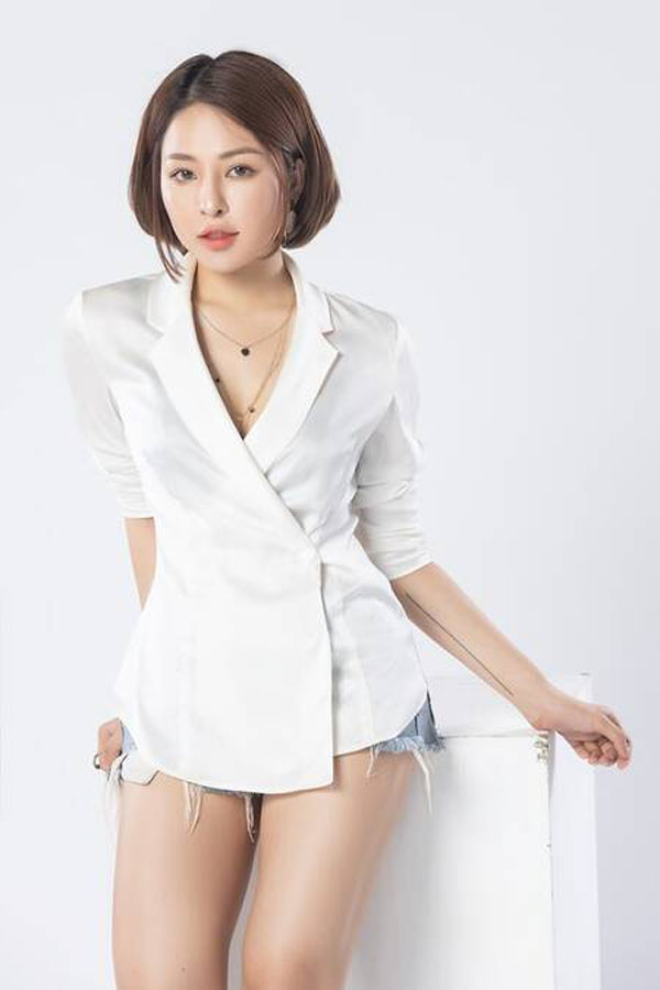 Hot girl Trâm Anh bị đồn yêu đại gia vì gu mặc gợi cảm nhưng sang hơn xưa - 2