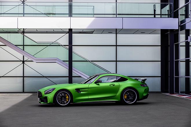 Mercedes- benz AMG GT R phần thân xe