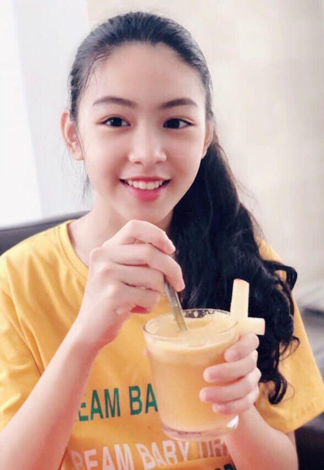 Ở tuổi dậy thì, con gái Quyền Linh giống nàng thơ đẹp nhất của Châu Tinh Trì - 2