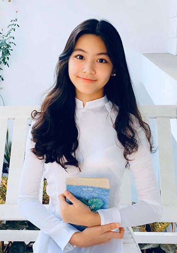 Ở tuổi dậy thì, con gái Quyền Linh giống nàng thơ đẹp nhất của Châu Tinh Trì - 1