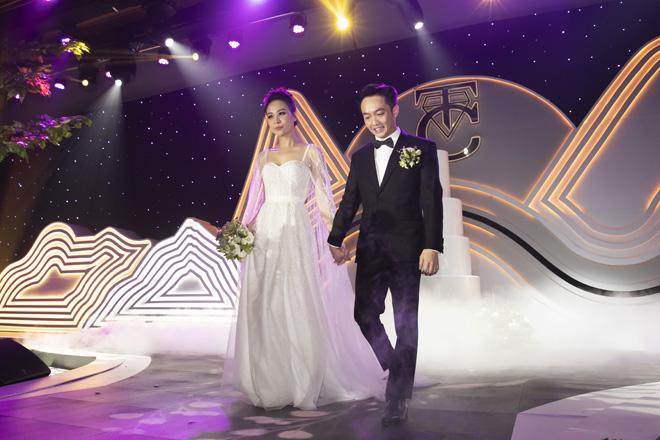 2 mỹ nhân dân dân tộc Tày, Thái và 2 cuộc hôn nhân đình đám showbiz - 1