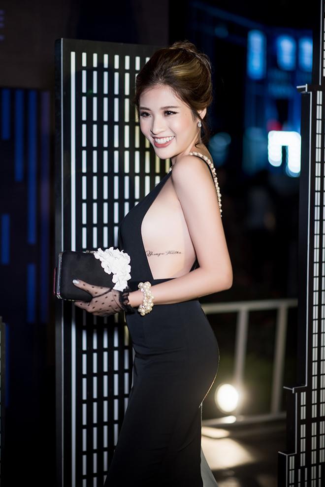 """""""Hoa hậu tỏ tình Lâm Tây"""" có 3 hình xăm, tiết lộ vị trí đau nhất"""