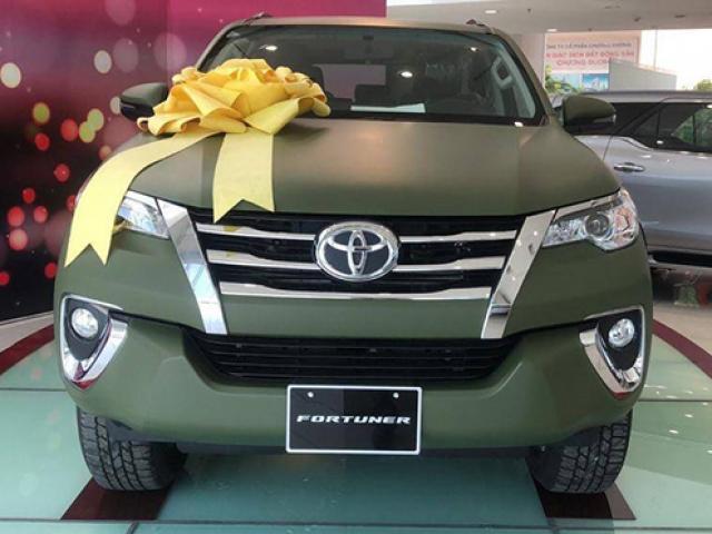 Toyota Fortuner có màu sơn lạ bất ngờ xuất hiện tại Việt Nam
