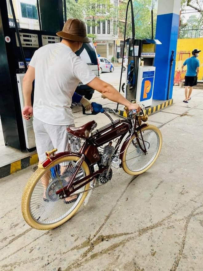 Xe đạp chạy xăng khiến dân mạng xôn xao bình phẩm.