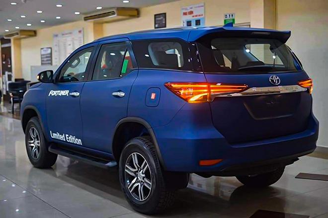 Xe SUV Toyota Fortuner Limited Edition sở hữu màu sơn xanh navy độc đáo - 3