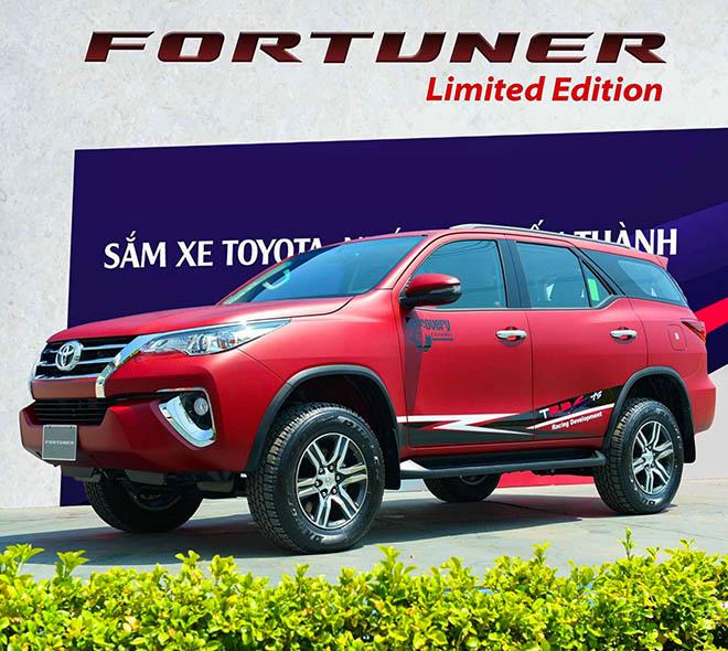 Xe SUV Toyota Fortuner Limited Edition sở hữu màu sơn xanh navy độc đáo - 7