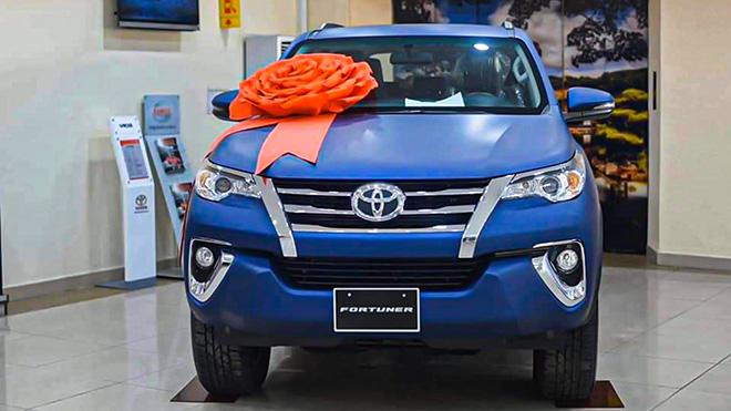 Xe SUV Toyota Fortuner Limited Edition sở hữu màu sơn xanh navy độc đáo - 1