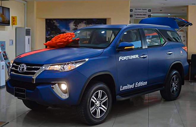 Xe SUV Toyota Fortuner Limited Edition sở hữu màu sơn xanh navy độc đáo - 2