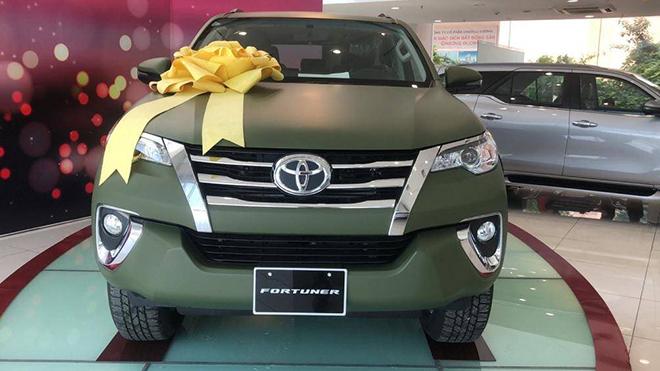 Xe SUV Toyota Fortuner Limited Edition sở hữu màu sơn xanh navy độc đáo - 5