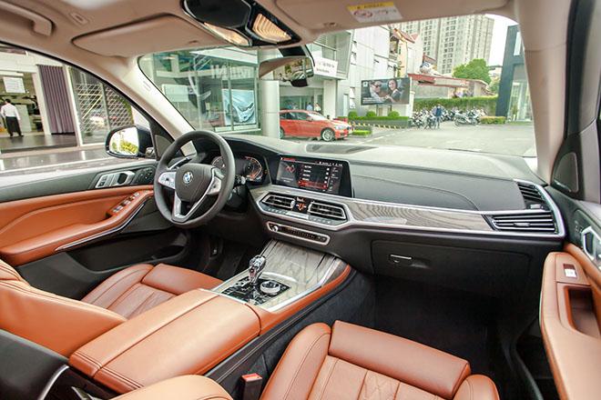BMW X7 giảm giá cực khủng tới 650 triệu đồng - 2