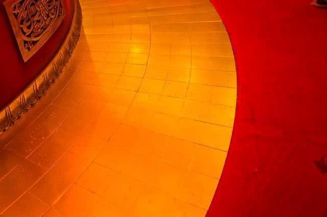 Ngôi chùa sang chảnh nhất TQ, dát 324 ký vàng, du khách nằm lăn ra đất để lấy may mắn - 8