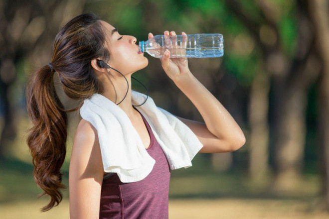 Chúng ta thực sự cần uống bao nhiêu nước mỗi ngày? - 1