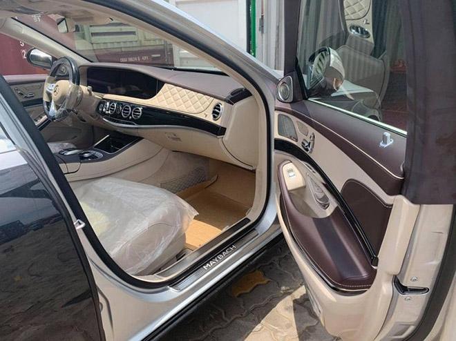 """Vén màn Mercedes-Maybach S 560 """"Duo-Tone"""" đầu tiên về Việt Nam - 9"""
