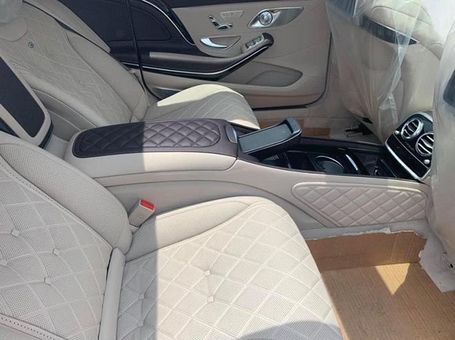"""Vén màn Mercedes-Maybach S 560 """"Duo-Tone"""" đầu tiên về Việt Nam - 6"""