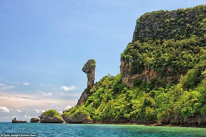 Hòn đảo nhiệt đới kỳ quái ở Thái Lan trông giống như một con gà - 2
