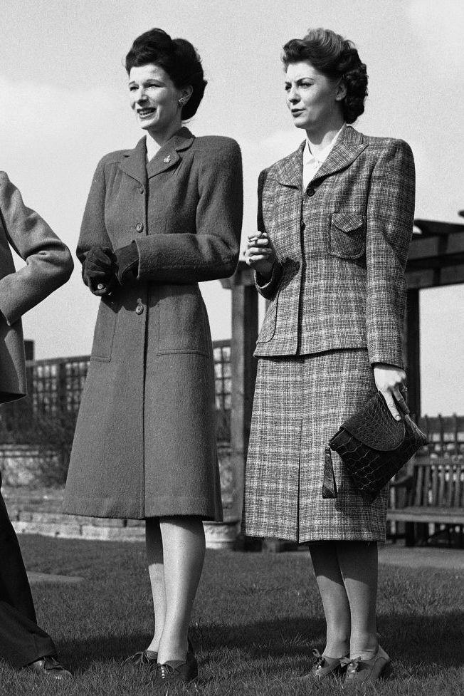 Váy suit: Biểu tượng nữ tính tận cùng của phụ nữ nơi công sở - 4