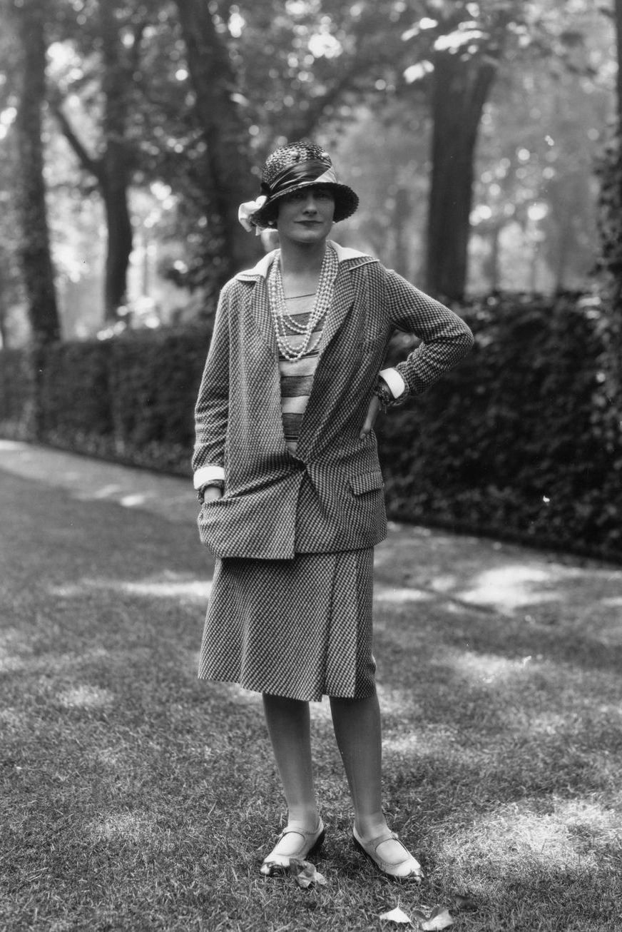 Váy suit: Biểu tượng nữ tính tận cùng của phụ nữ nơi công sở - 6
