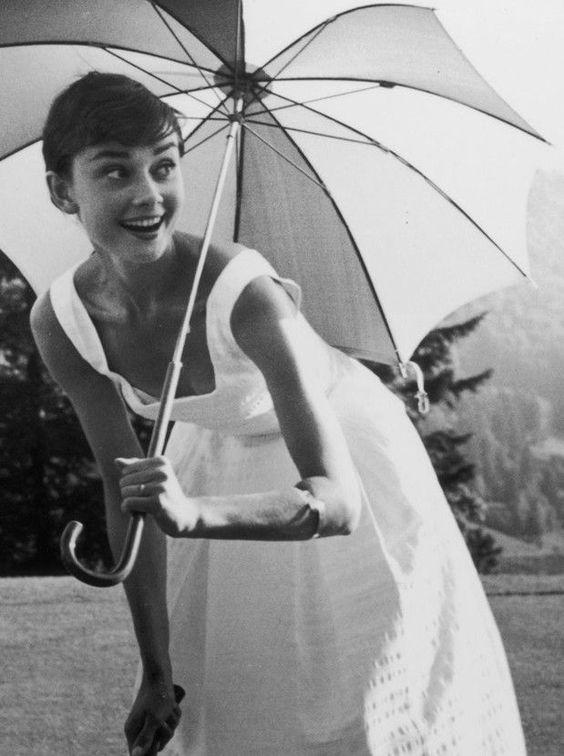"""Tips mặc đẹp bất biến từ """"tượng đài sắc đẹp"""" Audrey Hepburn - 2"""