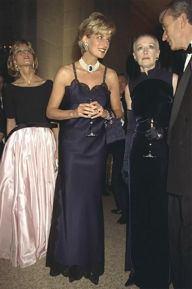 Chiếc túi nhỏ bé của Dior vì sao trở thành niềm khao khát của triệu phụ nữ - 5