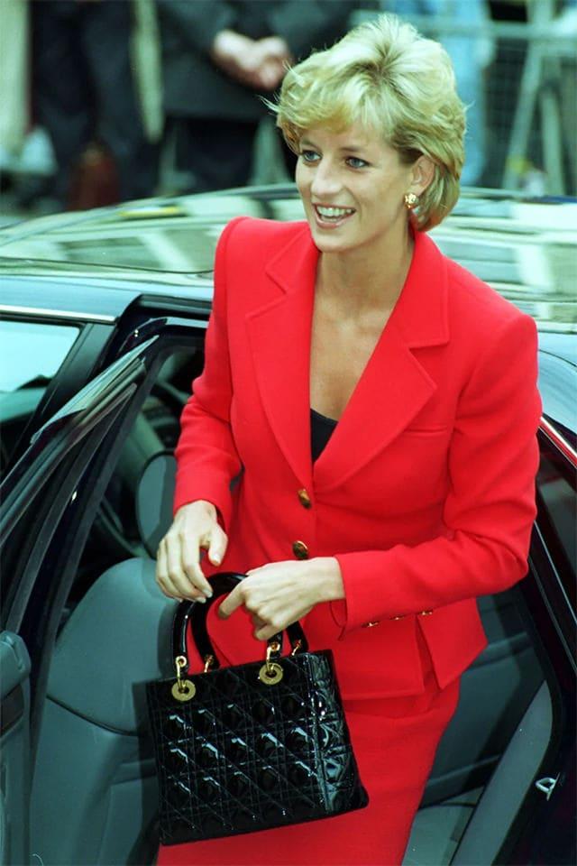 Chiếc túi nhỏ bé của Dior vì sao trở thành niềm khao khát của triệu phụ nữ - 4
