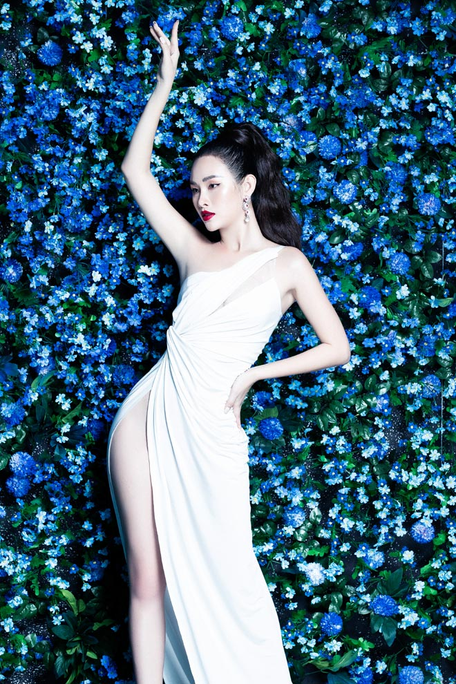 Người đẹp Việt sở hữu vòng 3 trên 100cm diện váy cắt xẻ mạo hiểm - 2