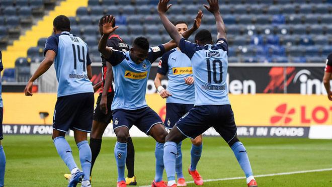 """CLB hàng đầu Bundesliga lách luật đưa 13.000 """"CĐV"""" đặc biệt vào sân - 2"""