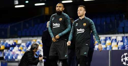 """Barca nguy cơ đổ bể vụ SAO 111 triệu euro vì bị """"gà nhà"""" phá đám"""