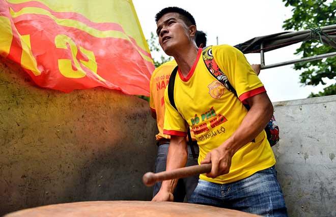 Trực tiếp bóng đá Nam Định - HAGL: CĐV Nam Định hâm nóng bầu không khí - 14