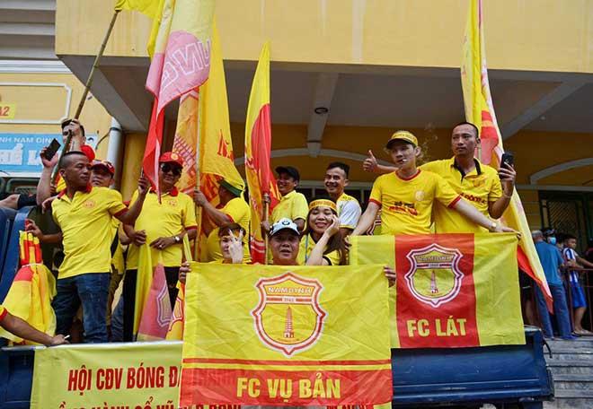Trực tiếp bóng đá Nam Định - HAGL: CĐV Nam Định hâm nóng bầu không khí - 9
