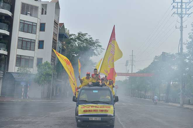 Trực tiếp bóng đá Nam Định - HAGL: CĐV Nam Định hâm nóng bầu không khí - 10