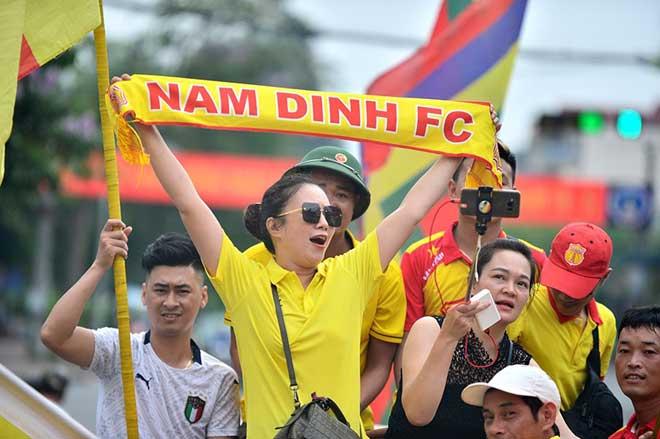 Trực tiếp bóng đá Nam Định - HAGL: CĐV Nam Định hâm nóng bầu không khí - 11