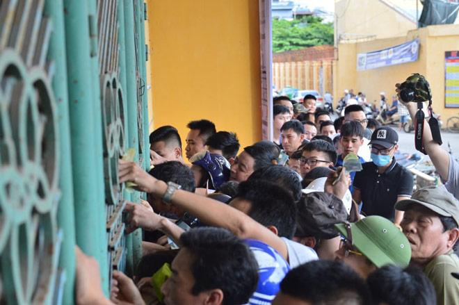 Trực tiếp bóng đá Nam Định - HAGL: CĐV Nam Định hâm nóng bầu không khí - 16
