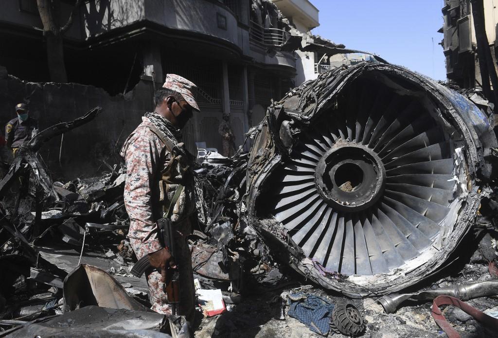 Hé lộ nguyên nhân vụ rơi máy bay thảm khốc khiến 97 người chết tại Pakistan - 3