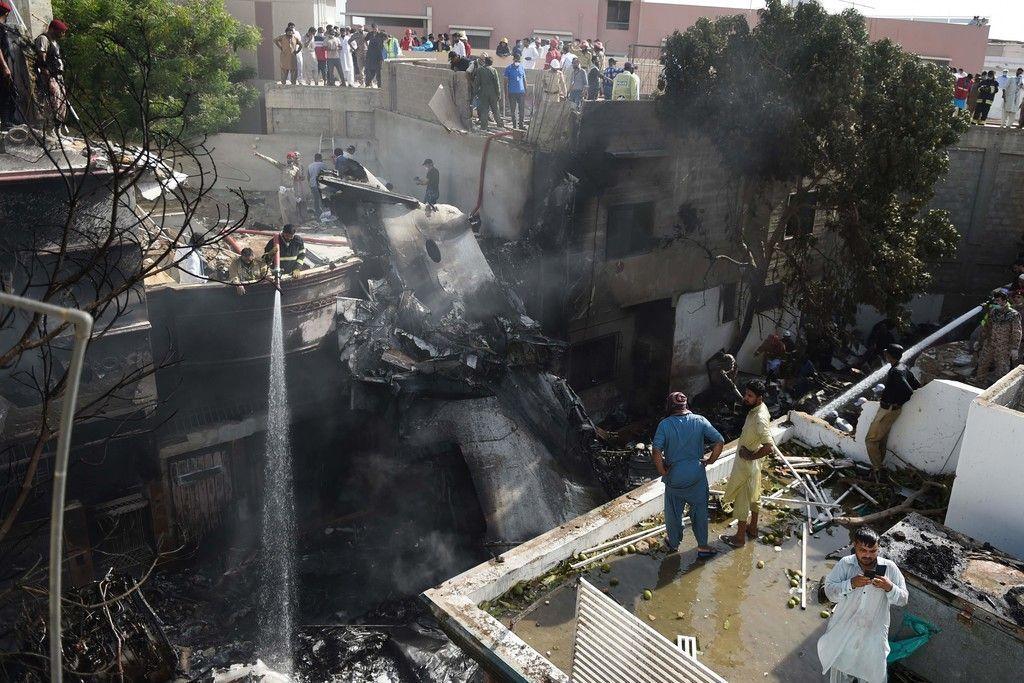 Hé lộ nguyên nhân vụ rơi máy bay thảm khốc khiến 97 người chết tại Pakistan - 2
