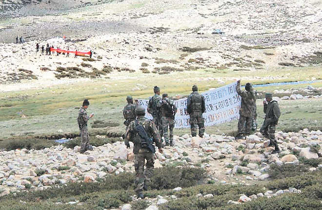 Ấn Độ: TQ huy động 2.500 quân đến biên giới, căng thẳng lên tới đỉnh điểm - 1