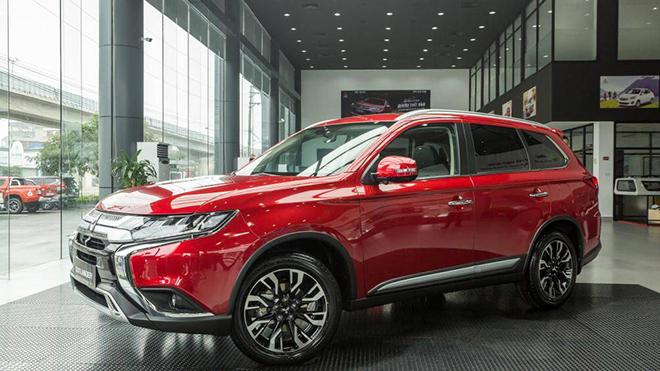 Đại lý ô tô khuyên khách hàng mua xe ngay kẻo sắp tăng giá - 1