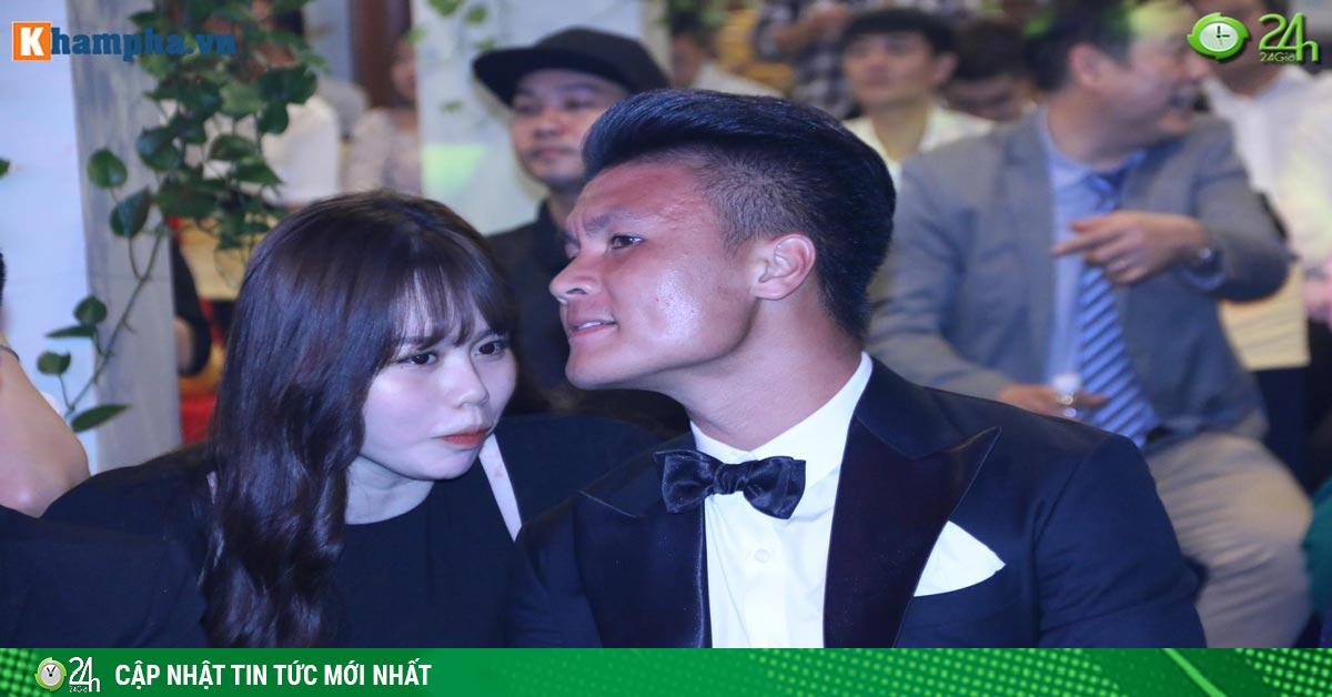 Quang Hải tình tứ bên bạn gái mới: Hot girl Huỳnh Anh sẽ bị soi ra sao?