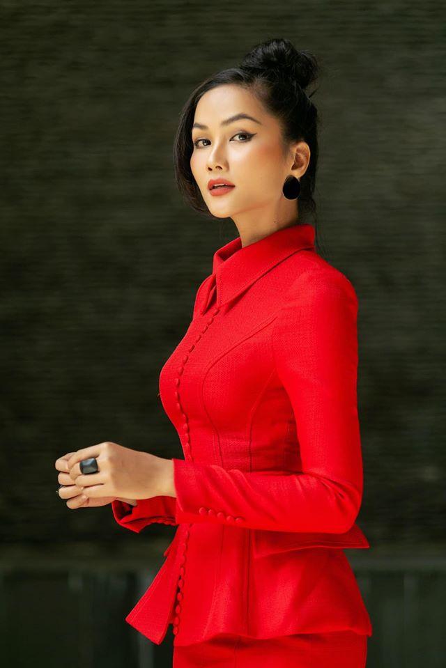 """Hoa hậu tuyên bố """"ngủ dậy một đêm có nhà mới, xe mới"""", H'hen Niê liền nói 1 câu duy nhất - 2"""