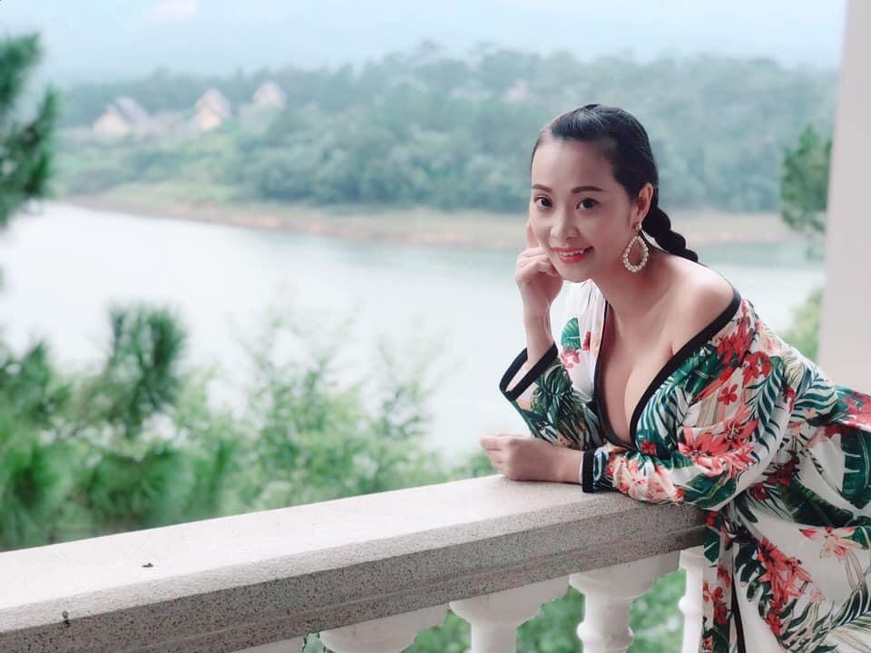 """""""Đệ nhất sexy showbiz Việt một thời"""" duy trì tắm hơi nên vẫn quyến rũ tuổi U40"""